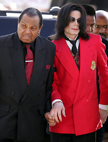 Pop star Michael Jackson arrives with his father Joe at the Santa Barbara County Courthouse in Santa Maria